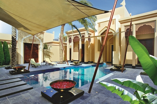 5 Luxury Hotel Resorts for a Romantic Getaway 1 - desert_pool