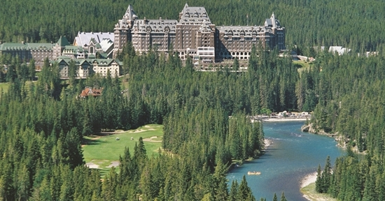 Romantic Holiday Destinations in Canada for Couples 2 - banff_springs